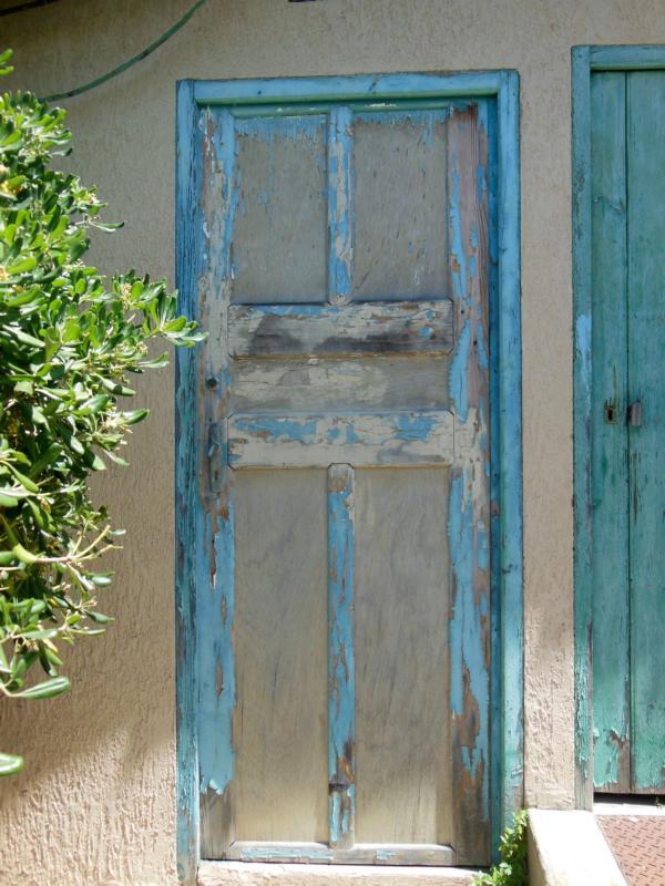 Türen in türkis